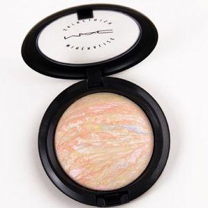 NIB MAC Skin Finish Mineralize Powder